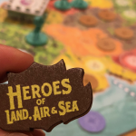 Belle review de Heroes of Land, Air & Sea