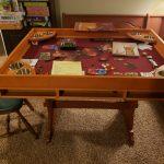 Une jolie table avec Gloomhaven en cours de partie