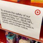 Suite aux comportements violents de certains clients qui cherchent des boosters, Target ne vendra plus de cartes à collectionner aux US