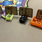 Charlatans de Belcastels : un insert 3D avec support pour grimoires du plus bel effet
