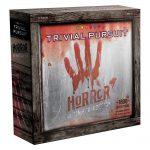 Trivial Pursuit version Horreur (Horror Ultimate Edition) / Explorez les recoins les plus sombres de la culture pop dans ce défi factuel où les compétences de survie sont indispensables ! 1800 questions à glacer le sang (en anglais)